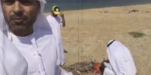 بالفيديو: العثور على سحر بهيئة جثة في بحر أم القيوين