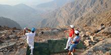 بالفيديو | محترفون يمارسون الغولف من أعلى جبل في الإمارات