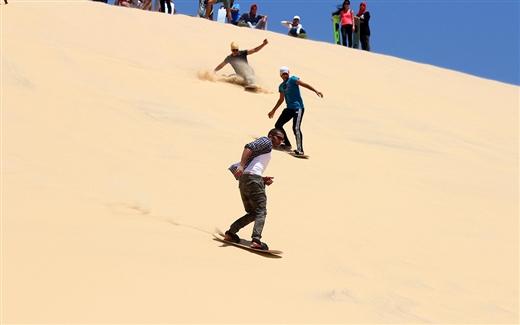 التزلج على الرمال في دبي