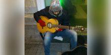الحكم بالسجن 15 يومًا ثم الترحيل على موسيقي متهم بالتسول