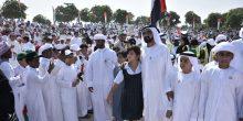 شاهد 20 ألف طالب من 120 جنسية يشكلون علم الإمارات بأجسادهم