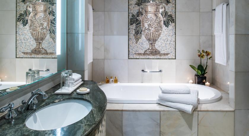 c67dd3717 تعرف على فندق بلازو فيرساتشي بدبي | زووم الإمارات