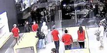 بالفيديو | عملية سطو على متجر آبل لم تتجاوز الـ 13 ثانية