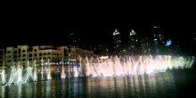 بالفيديو | عرض متميز لنوافير دبي قبل بداية الألعاب النارية