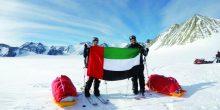إمارتيان يرفعان علم الإمارات في القطب الجنوبي