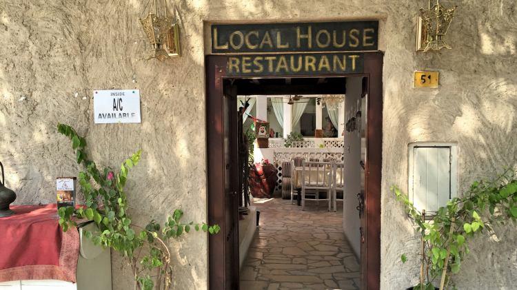مطعم لوكال هاوس