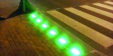 إشارة ضوئية ذكية في دبي تسهل للمشاة عبور الطريق