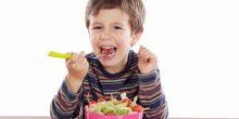 ما هي نسبة السكر في الدم الذي يحتاجها الطفل قبل النوم؟