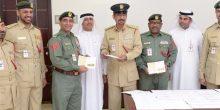 """شرطة دبي تسلم بطاقات """"رعاية"""" للعسكريين وذويهم"""