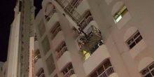 دفاع مدني الشارقة   إنقاذ مريض يزن 300 كيلوجرام كان محصورا في شقته