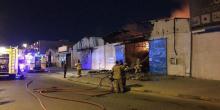 الشارقة | حريق في مستودع لقطع السيارات