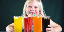 المشروبات المحلاة تسبب مشاكل في كبد الطفل
