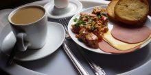 وجبة الفطور في أبوظبي الأرخص ضمن 129 مركزًا ماليًا