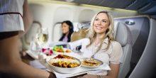 10 أطعمة عليك تجنب تناولها خلال رحلات الطيران