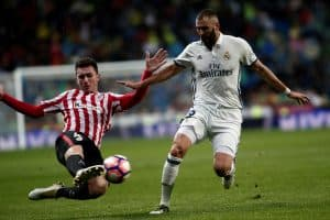 MADRID, SPAIN - OCTOBER 23: Karim Benzema (R) of Real Madrid in action during the La Liga soccer match between Real Madrid CF vs Athletic Bilbao at the Santiago Bernabeu Stadium in Madrid, Spain on October 23, 2016.  (Photo by Burak Akbulut/Anadolu Agency/Getty Images)